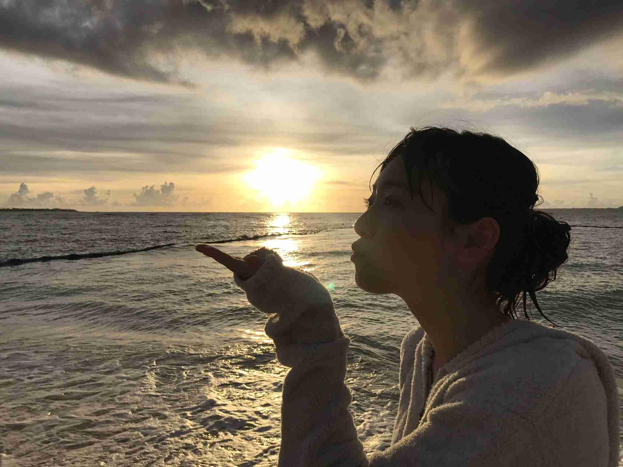 """福原遥:""""まいんちゃん""""が19歳の誕生日に3冊目の写真集を発売 ビキニ姿も披露"""