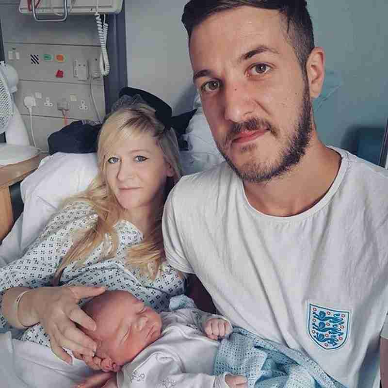英国:乳児尊厳死に注目 トランプ氏ら治療継続を支援