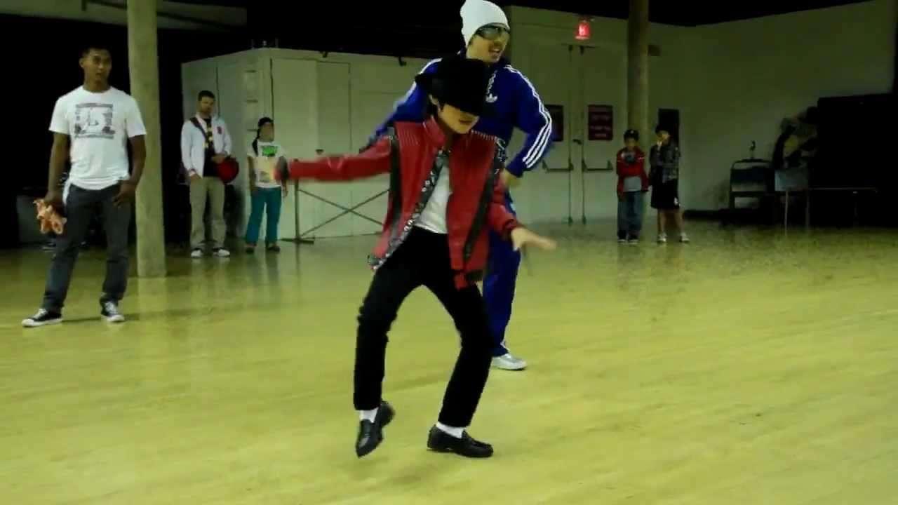凄すぎる!マイケル・ジャクソンのダンスを踊る8才の少年! - YouTube