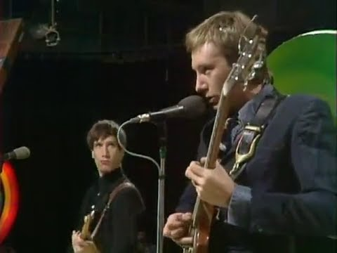DR. FEELGOOD - BACK IN THE NIGHT LIVE 1975 - VERY GOOD QUALITY - WILKO JOHNSON - YouTube