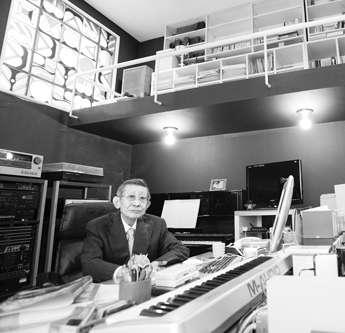 ドラクエ作曲者「私財投じて安倍首相を応援する」理由(フライデー)   現代ビジネス   講談社(1/2)