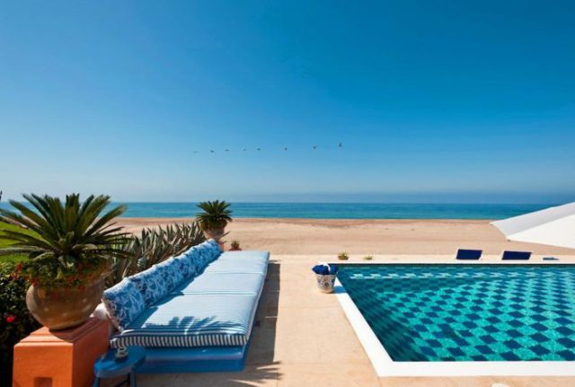 プールと海、どっちが好き?