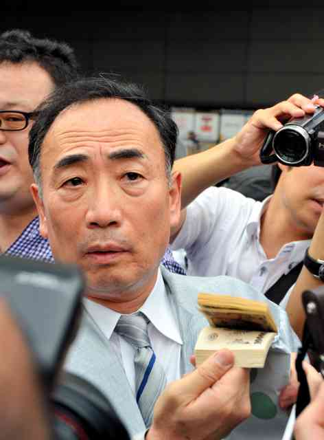 首相街頭演説に籠池氏現る 「100万円返金したい」:朝日新聞デジタル