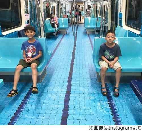 """地下鉄の車内に""""プール""""現れ話題に"""
