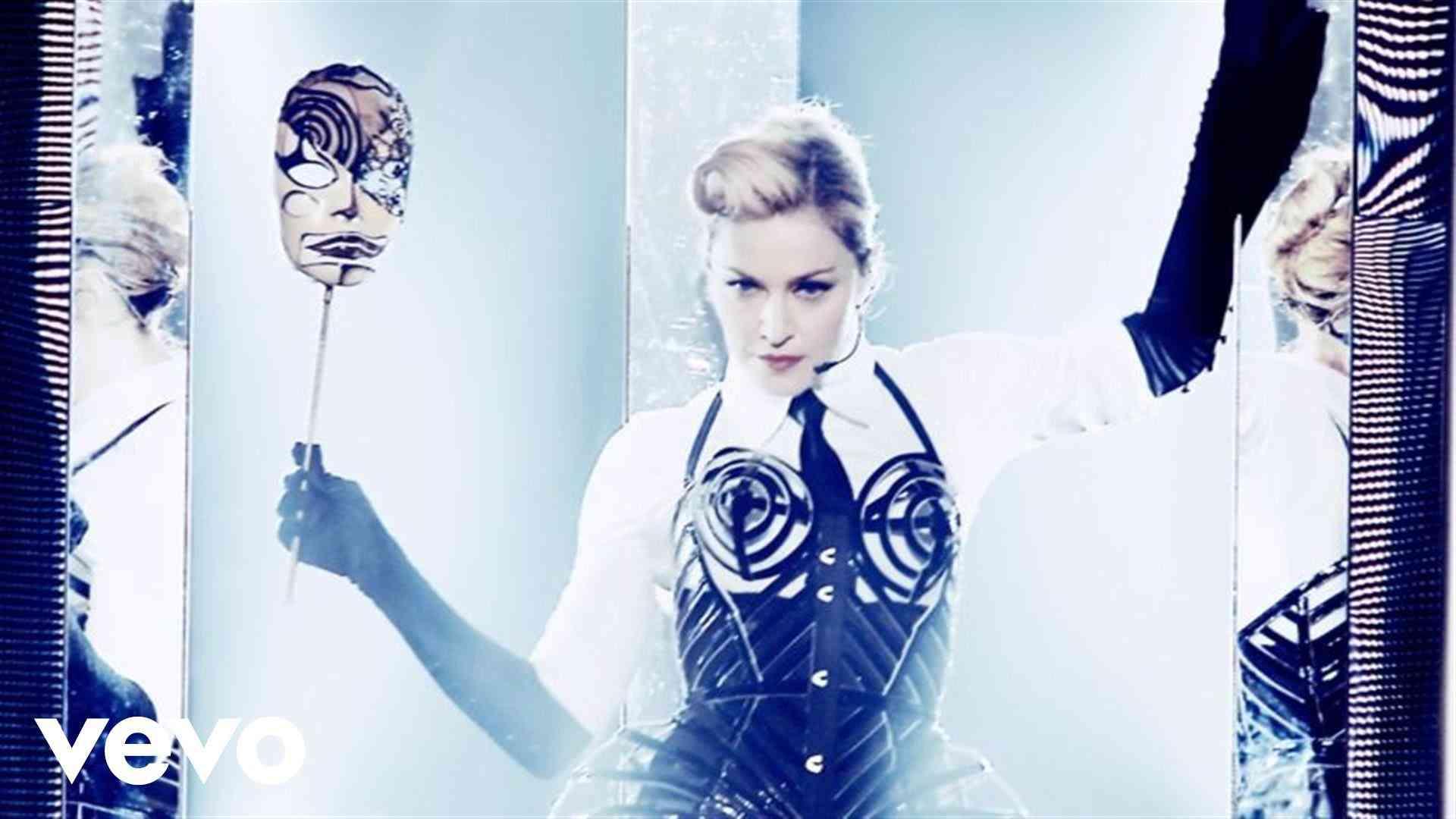 Madonna - Vogue (MDNA World Tour) - YouTube
