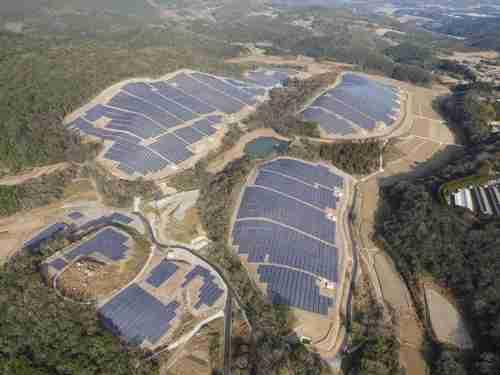 八ケ岳のいたるところにソーラーパネルが…自然を破壊してまで必要か、再生可能エネルギー