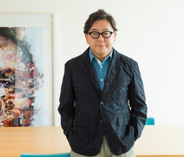 安倍晋三首相と秋元康氏の親密写真が流出 結びつきに憶測 - ライブドアニュース