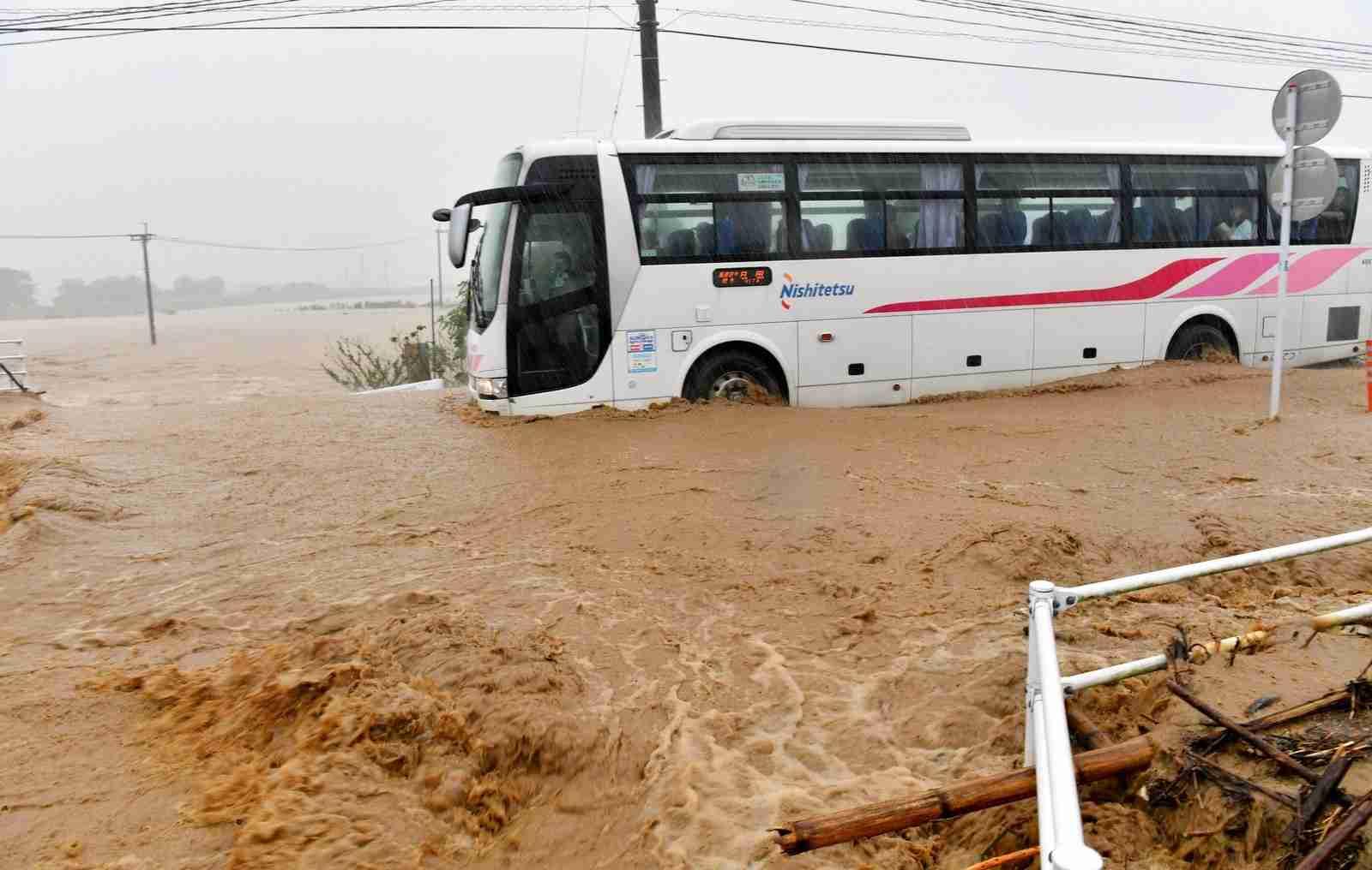 【九州豪雨】西鉄バスが浸水しても止まらなかった理由