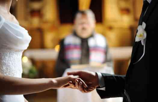 結婚式の年齢・費用