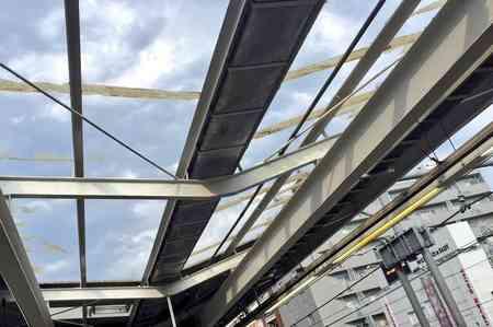 ゲリラ豪雨、雹の影響で山手線 駒込駅の屋根が壊れる被害 ひょう 天井 | まとめまとめ