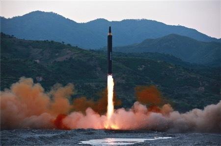 ミサイル、日本上空通過も=グアム沖に4発発射検討―中旬までに計画と威嚇・北朝鮮 (時事通信) - Yahoo!ニュース