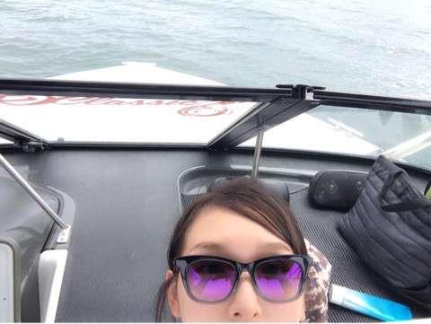 加護亜依、ウエイクボードをする夫にノロケ全開「カッコ良すぎて惚れ惚れ」