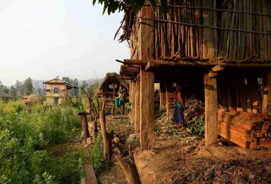 「月経中の女性は不浄」生理中の少女を隔離、屋外の小屋で蛇にかまれ死亡 (ネパール)