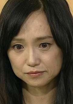 永作博美、新木優子とのショットに「逆サバ?」と衝撃走る 素肌さらした手錠ショットには興奮の声
