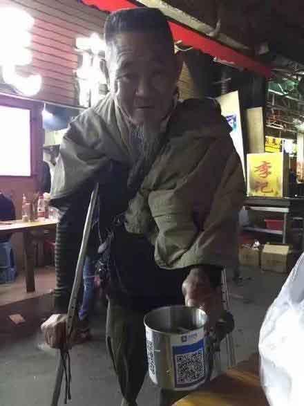 イケダハヤト氏が指摘 コンビニで現金使う人は「バカ」?