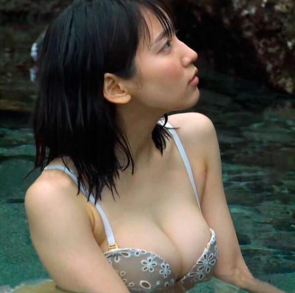 吉岡里帆 「スッピン濡れ髪」で会いに行った佐藤健宅