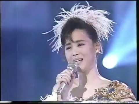 第28回レコード大賞・松田聖子・瑠璃色の地球 - YouTube