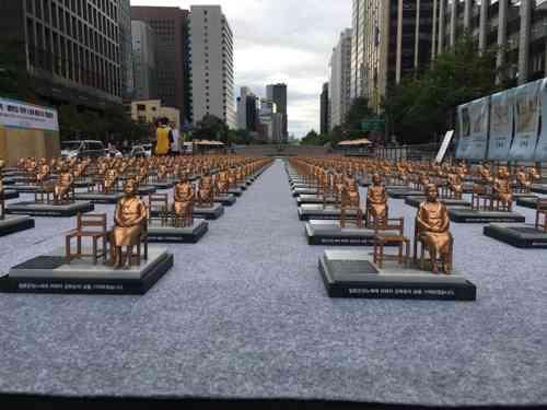 慰安婦記念日を迎えソウルの広場に慰安婦像500体を展示 圧倒されるど迫力! | ゴゴ通信
