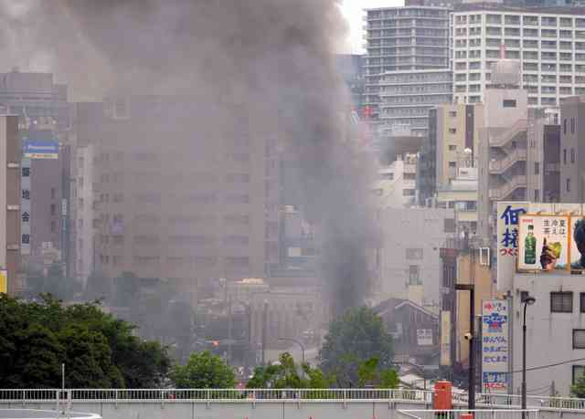 東京・築地場外市場で火災 3階建ての建物から延焼中 (朝日新聞デジタル) - Yahoo!ニュース