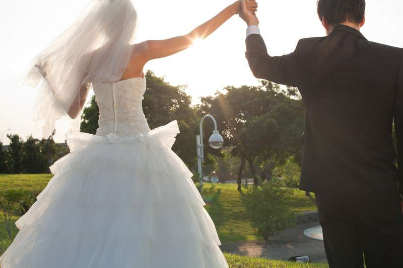 疎遠の友達へ結婚式の連絡をするか