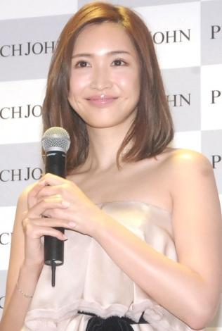 """紗栄子の""""チュー写真""""に絶賛、ほっこりな一枚をInstagramで公開"""