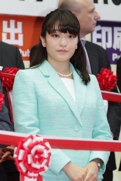 小室圭さん 皇族の夫に相応しい人物になるよう「教育」を受けている? - ライブドアニュース