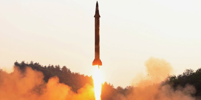 北朝鮮ミサイル、旧ソ連製エンジンを不正入手か - WSJ
