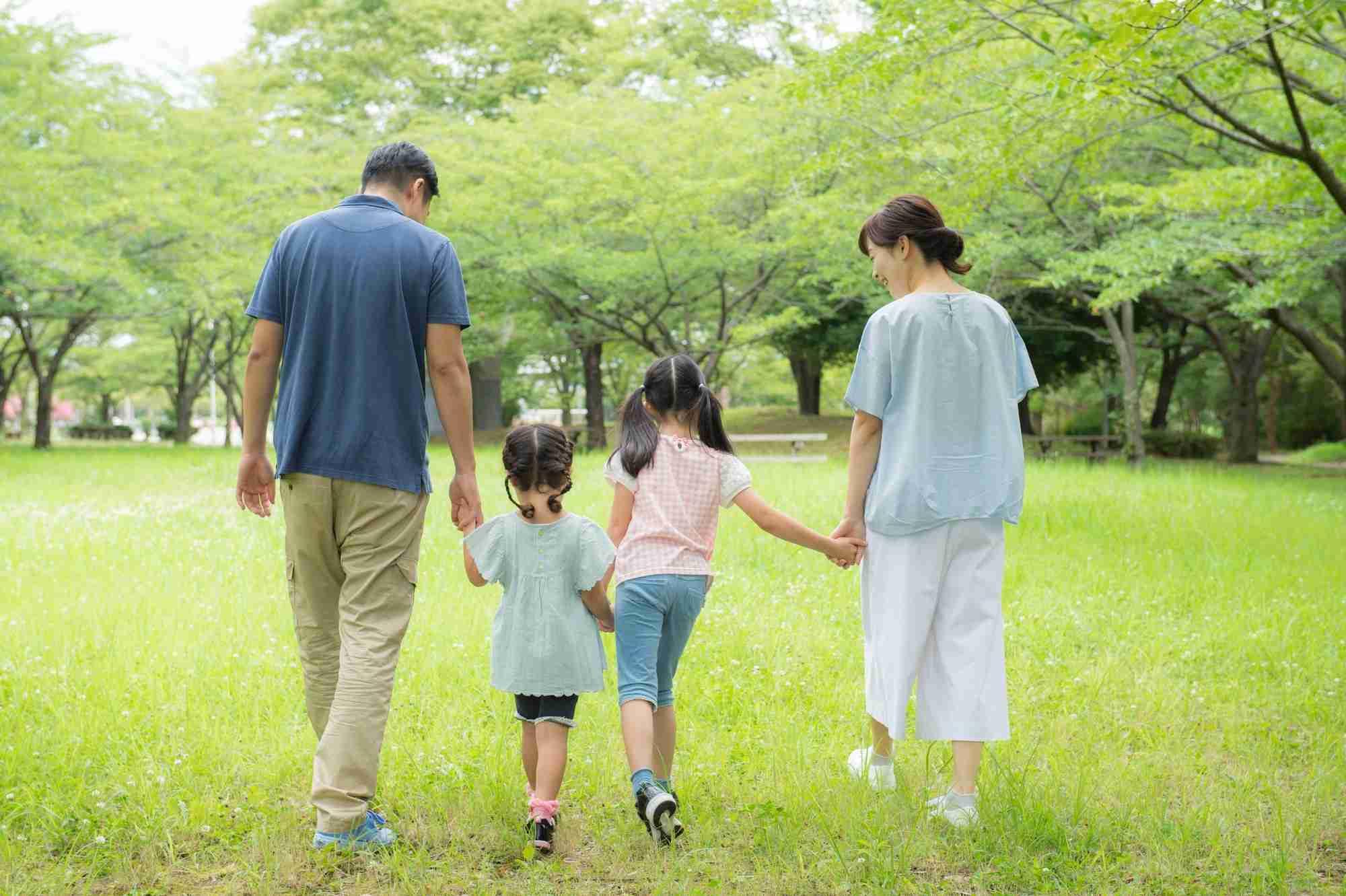 なぜ「子どもを育ててこそ一人前」という思い込みに縛られるのか?