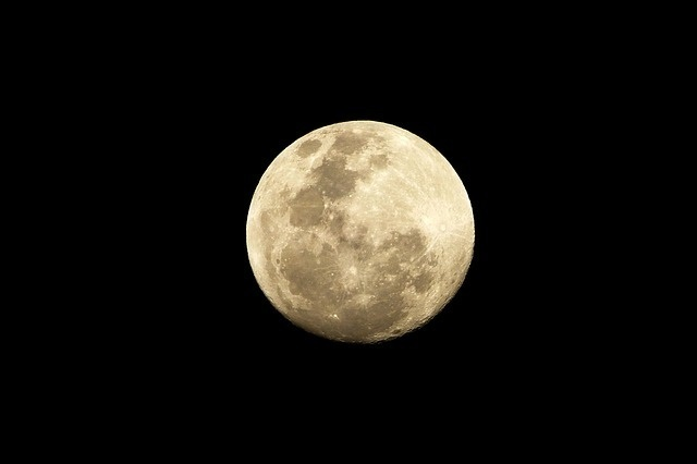 恋愛成就!満月に願い事をするときの強力なおまじない13個