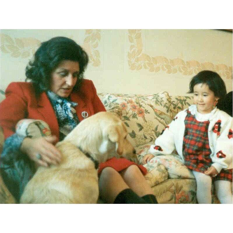 木村カエラ、イギリス人祖母と並ぶ3歳当時の写真を公開「いいね100万回くらい押したい」と反響