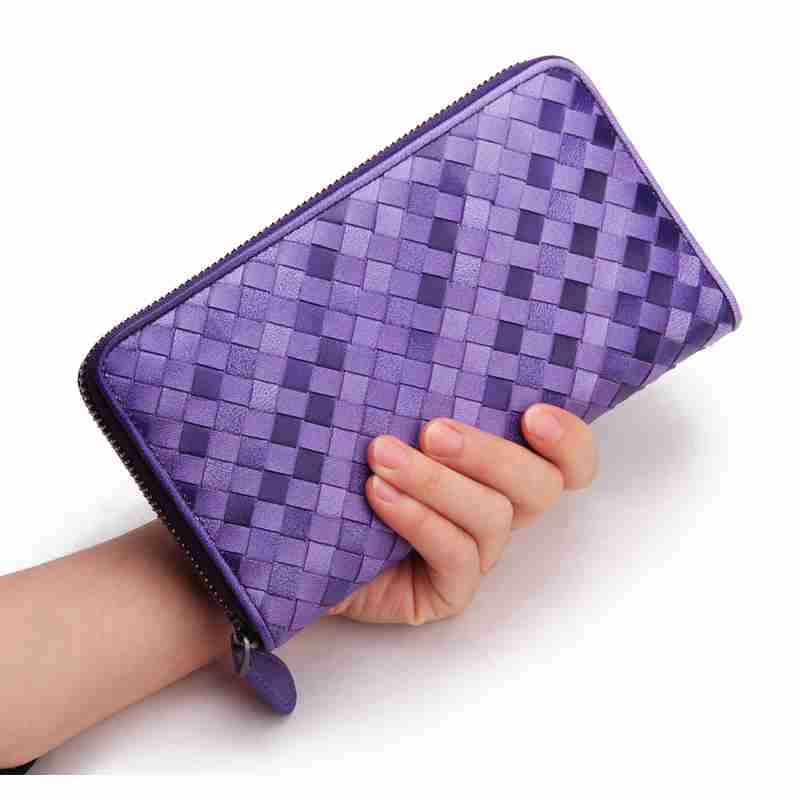 何色の財布を使ってますか?
