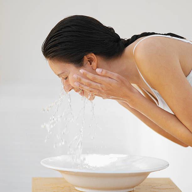 洗顔は横方向?!【美肌になれる横洗顔】縦にこすらない洗顔! - NAVER まとめ