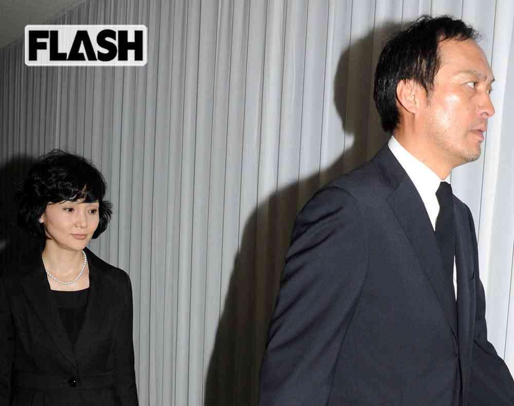日本ではマスオさん状態の「渡辺謙」息が詰まって不倫か