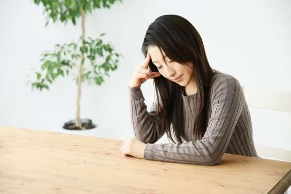 働く女性の約6割「過去に自殺・生きづらさを考えたことがある」カウンセリングに通う人は4割、「行く勇気がなかった」という人も