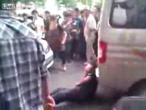 西安反日伤人事件视频 - YouTube