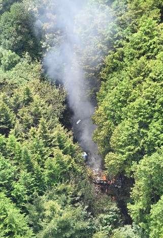 奈良で小型機墜落=2人乗りか、機体全壊