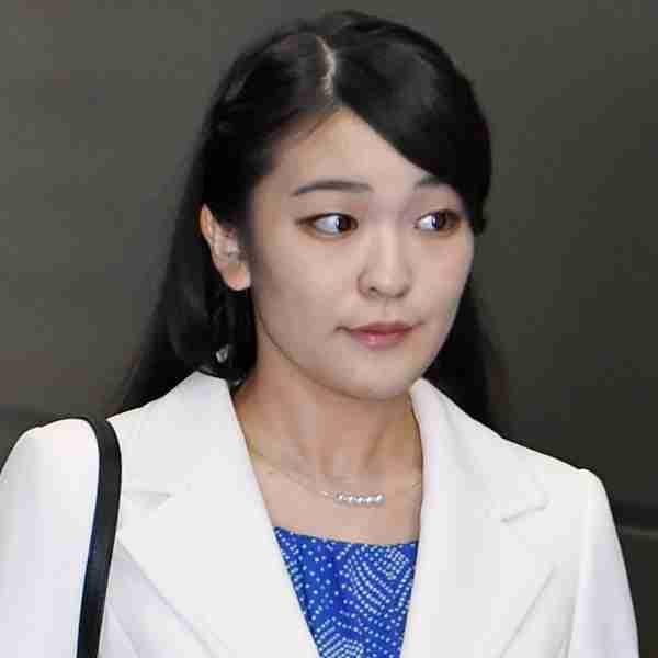 眞子さま婚約内定会見、雅子さまの重要公務と日程重なり波紋