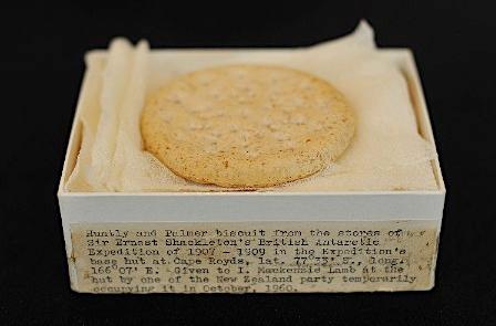 【閲覧微注意?】南極から100年前のフルーツケーキが発見される 金属ケース内で「完全に保存」され、今でも食用可能