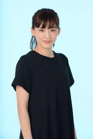 綾瀬はるか、連ドラで初の主婦役 金城一紀氏とタッグで「笑って、泣けて、ドキドキする作品を」 | ORICON NEWS