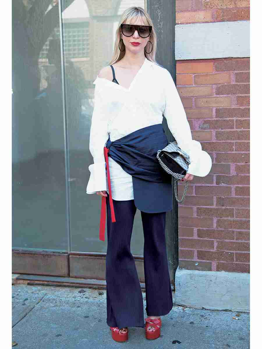 中村アンの服がはだけたセクシーショット公開!「セクシーだね!」「大人感すき」と絶賛の声
