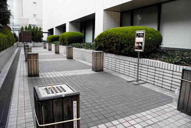 たばこの臭い対策「喫煙後は遠回りして」 厚労省実施へ:朝日新聞デジタル
