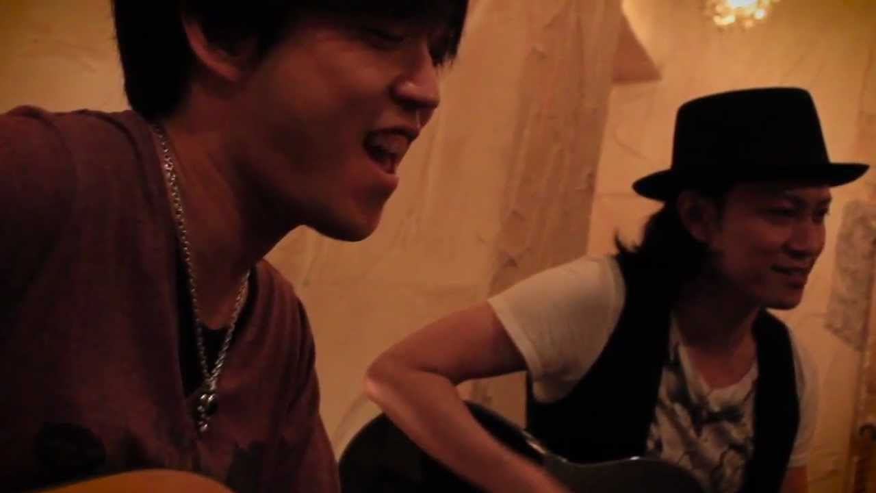 ROCKET DIVE covered in acoustic by TAKA(defspiral)&CUTT - YouTube