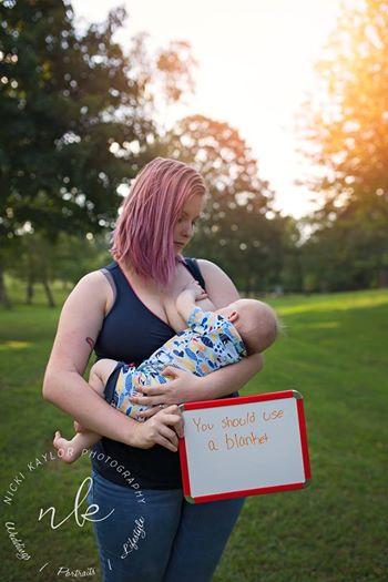 「人前で授乳するなんて正気か?」心ない一言に、1人の母が立ち上がる(米)