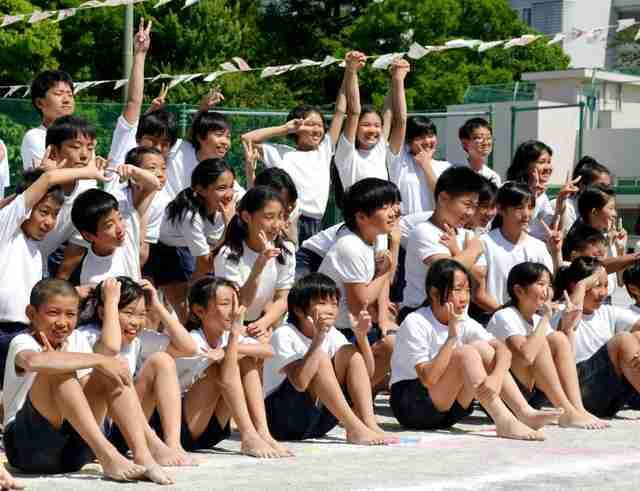 組み体操、事故多発で様変わり 大技禁止、笑顔でピース:朝日新聞デジタル