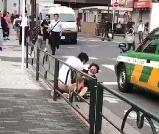 池袋で白昼に路上レイプ!支那人男が復縁求めて元カノ支那人を強姦するところを支那人が動画撮影!