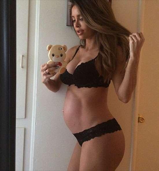 このスタイルで妊娠8ヶ月!?「奇跡の妊婦」と呼ばれる女性が海外で話題