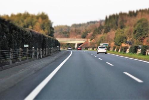 路肩はただの側道じゃない?路側帯との違いから駐車や走行に対する規制についても | MOBY [モビー]