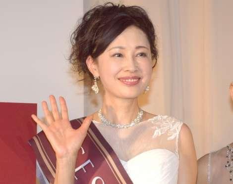 """""""美しい夫人""""日本一に津村智子さん 59歳とは思えない美貌にデヴィ夫人驚がく   ORICON NEWS"""