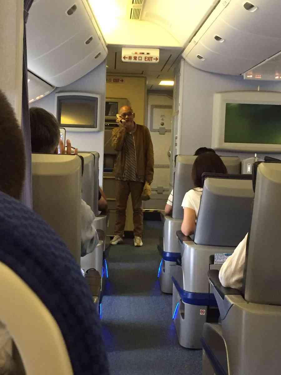 松山千春、粋な対応! 遅延した飛行機でピリピリする機内を一気に拍手で沸かせる