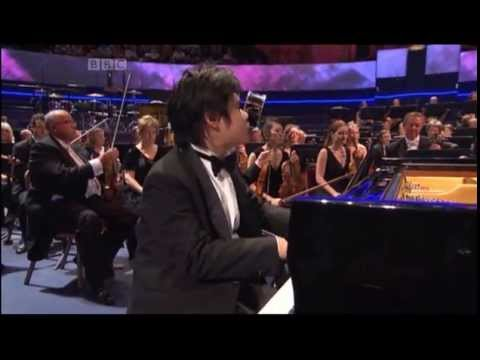 Rachmaninov: Piano Concerto No 2 in C minor Mvmt. 1 - BBC Proms 2013 - Nobuyuki Tsujii - YouTube